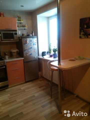 Продается двухкомнатная квартира за 2 350 000 рублей. Матросова 34.