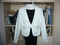 Белый офисный пиджак
