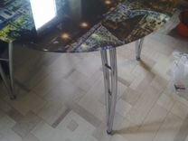 Круглый стеклянный стол