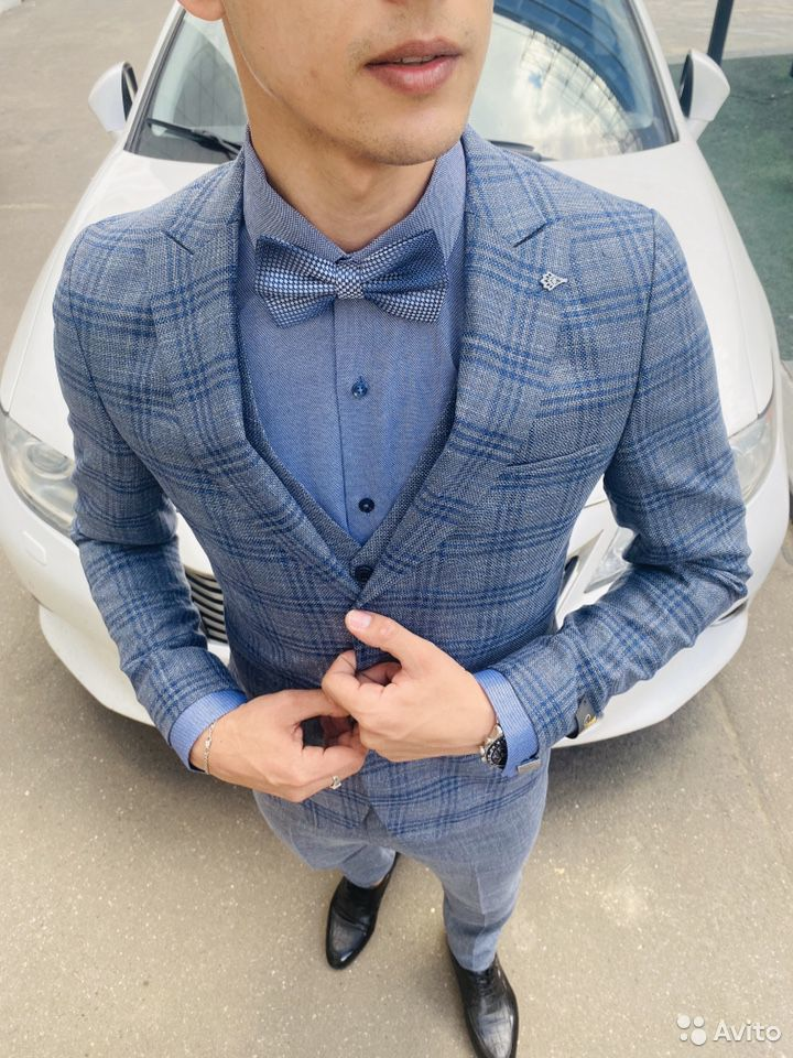 Серо синий костюм